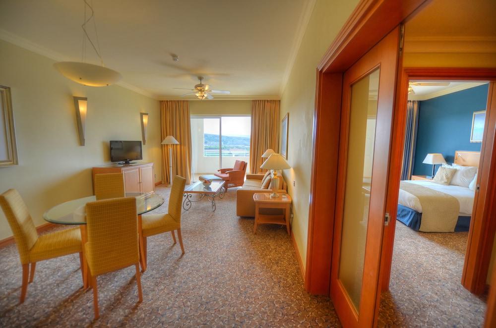 래디슨 블루 리조트 & 스파, 말타 골든 샌즈(Radisson Blu Resort & Spa, Malta Golden Sands) Hotel Image 12 - Guestroom