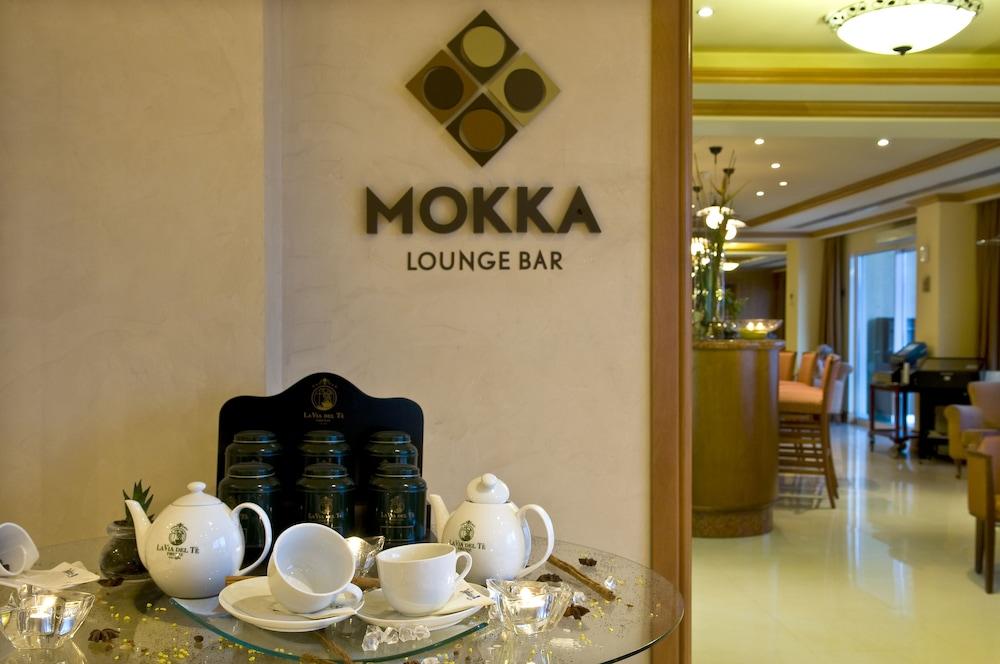 래디슨 블루 리조트 & 스파, 말타 골든 샌즈(Radisson Blu Resort & Spa, Malta Golden Sands) Hotel Image 39 - Restaurant