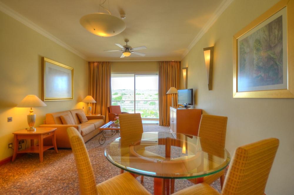 래디슨 블루 리조트 & 스파, 말타 골든 샌즈(Radisson Blu Resort & Spa, Malta Golden Sands) Hotel Image 22 - Living Area