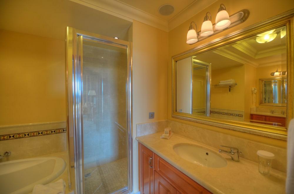 래디슨 블루 리조트 & 스파, 말타 골든 샌즈(Radisson Blu Resort & Spa, Malta Golden Sands) Hotel Image 26 - Bathroom