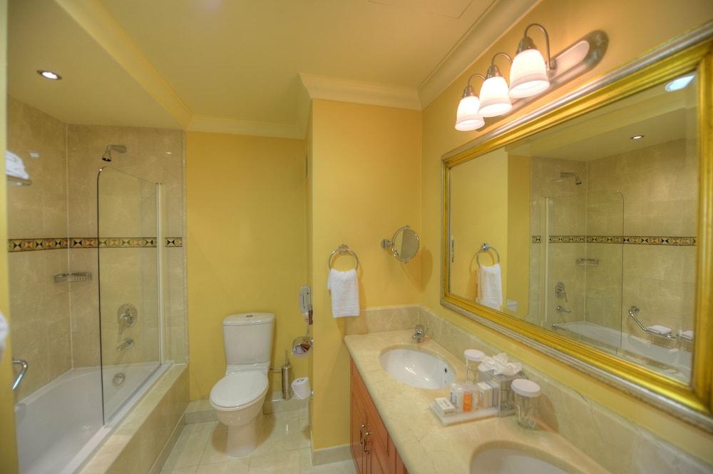 래디슨 블루 리조트 & 스파, 말타 골든 샌즈(Radisson Blu Resort & Spa, Malta Golden Sands) Hotel Image 25 - Bathroom