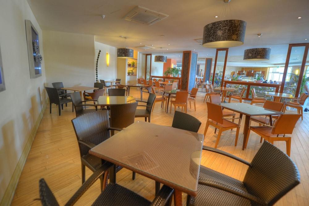 래디슨 블루 리조트 & 스파, 말타 골든 샌즈(Radisson Blu Resort & Spa, Malta Golden Sands) Hotel Image 42 - Restaurant