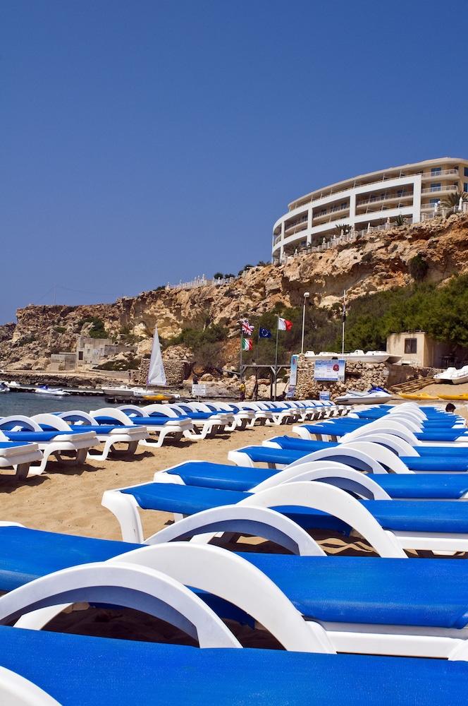 래디슨 블루 리조트 & 스파, 말타 골든 샌즈(Radisson Blu Resort & Spa, Malta Golden Sands) Hotel Image 52 - Terrace/Patio
