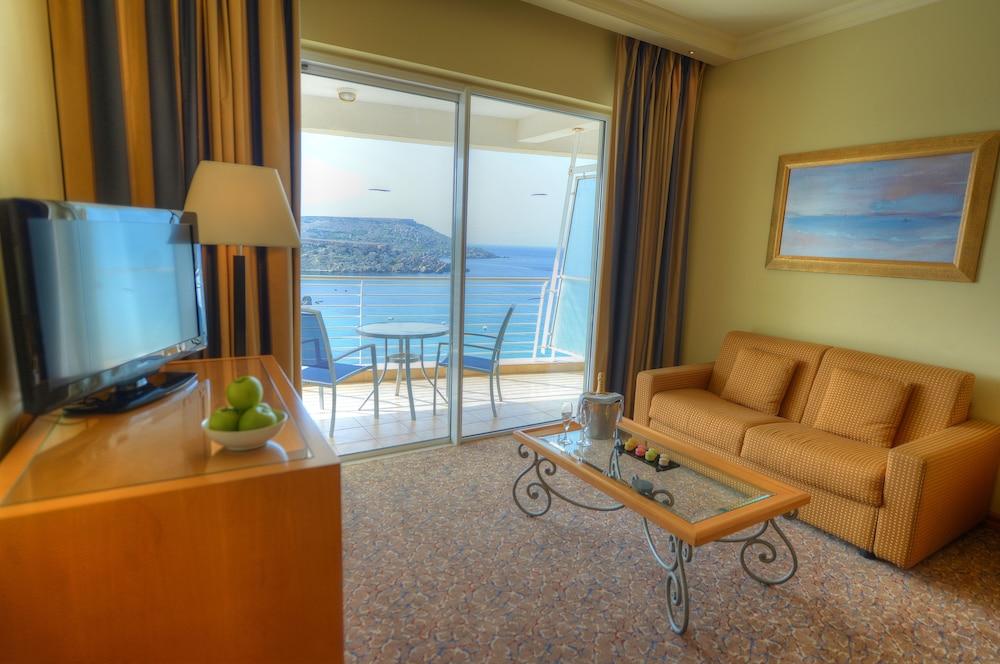 래디슨 블루 리조트 & 스파, 말타 골든 샌즈(Radisson Blu Resort & Spa, Malta Golden Sands) Hotel Image 6 - Guestroom