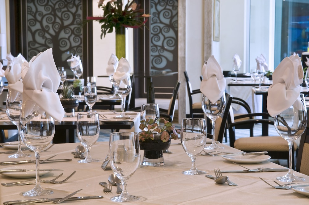 래디슨 블루 리조트 & 스파, 말타 골든 샌즈(Radisson Blu Resort & Spa, Malta Golden Sands) Hotel Image 38 - Restaurant