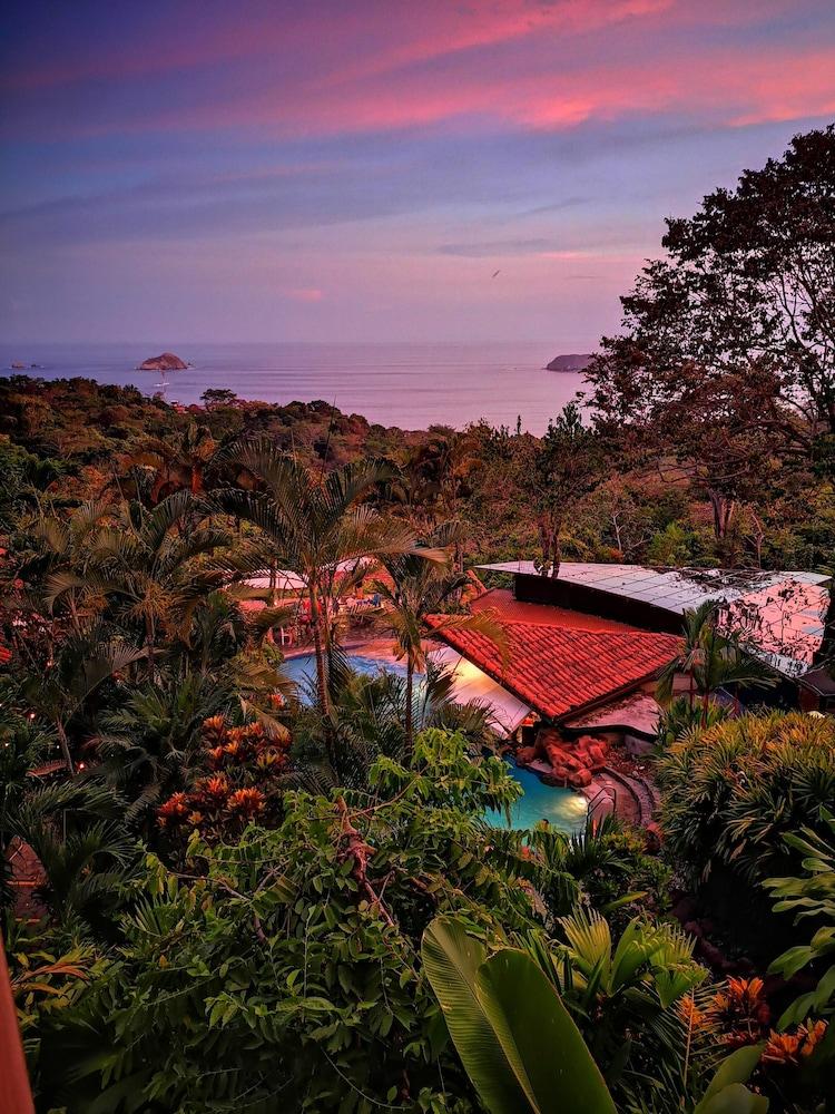 https://i.travelapi.com/hotels/2000000/1330000/1321400/1321388/94111cde_z.jpg