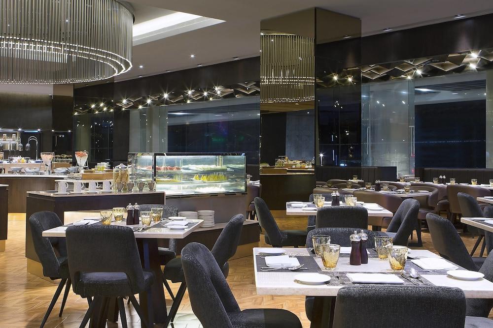 르 메르디앙 코타키나발루(Le Meridien Kota Kinabalu) Hotel Image 43 - Restaurant