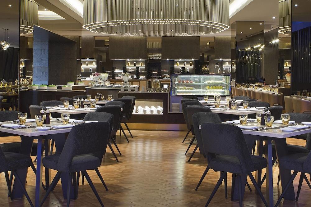 르 메르디앙 코타키나발루(Le Meridien Kota Kinabalu) Hotel Image 45 - Restaurant