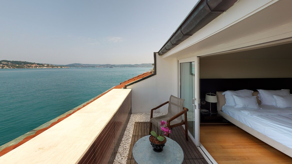 https://i.travelapi.com/hotels/2000000/1330000/1322200/1322164/5dcdab89_z.jpg