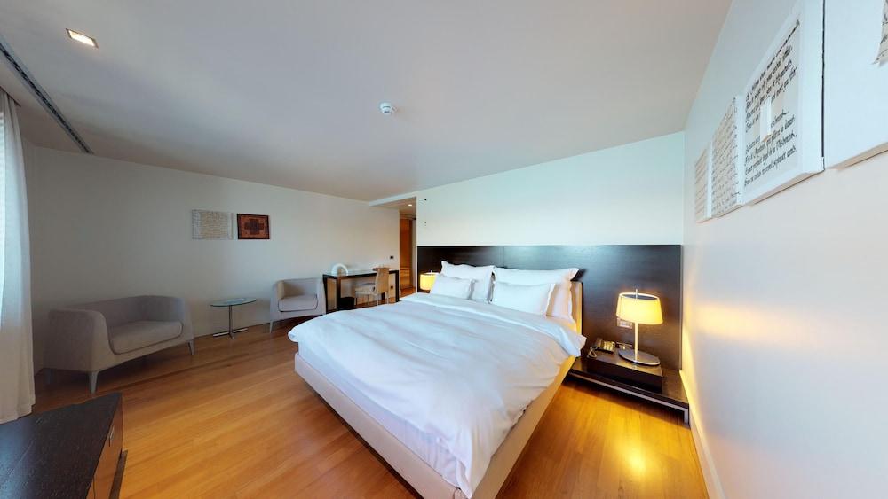 https://i.travelapi.com/hotels/2000000/1330000/1322200/1322164/b5438154_z.jpg