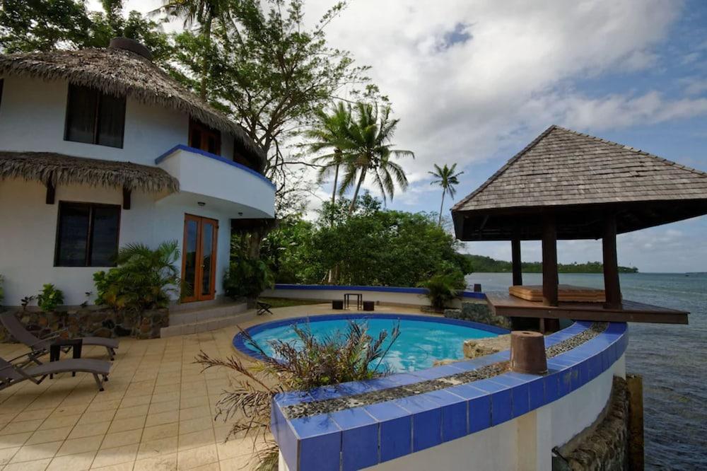 https://i.travelapi.com/hotels/2000000/1330000/1324100/1324010/14285c09_z.jpg