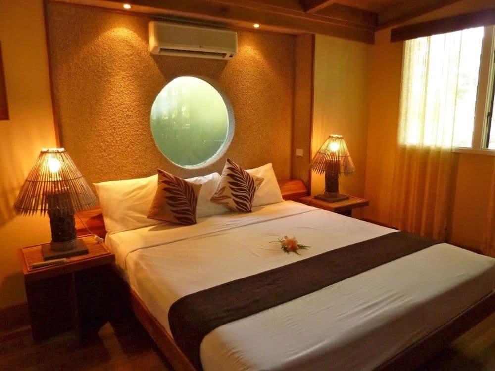 https://i.travelapi.com/hotels/2000000/1330000/1324100/1324010/17fa5270_z.jpg