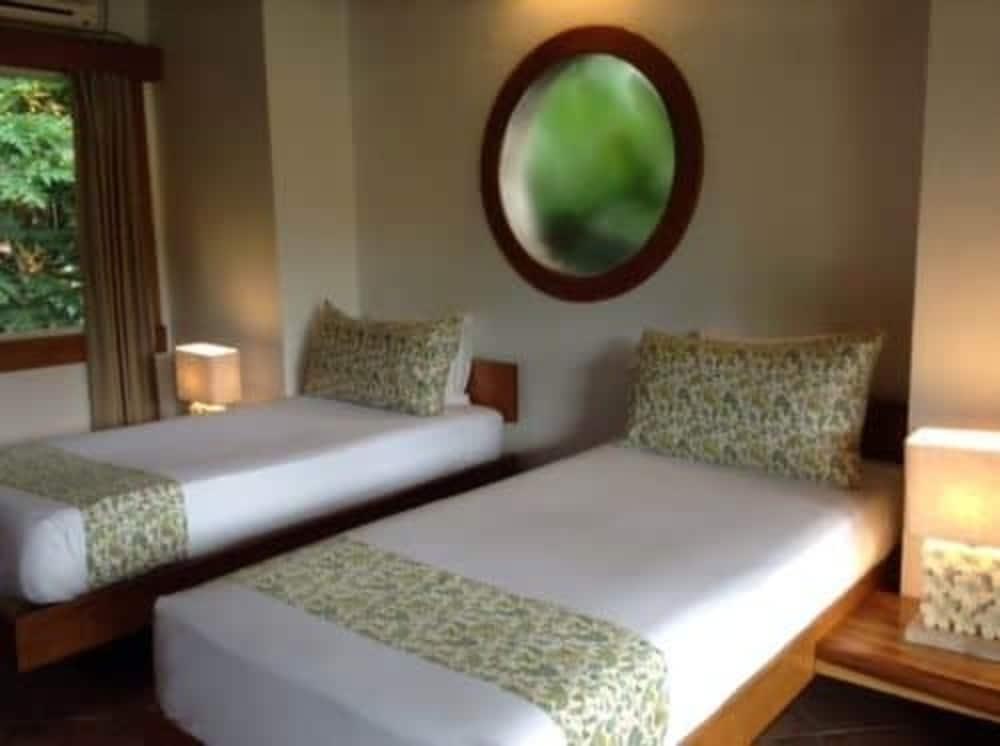 https://i.travelapi.com/hotels/2000000/1330000/1324100/1324010/19e4e5d5_z.jpg