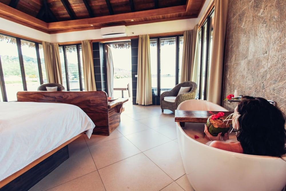 https://i.travelapi.com/hotels/2000000/1330000/1324100/1324010/2b937cd4_z.jpg
