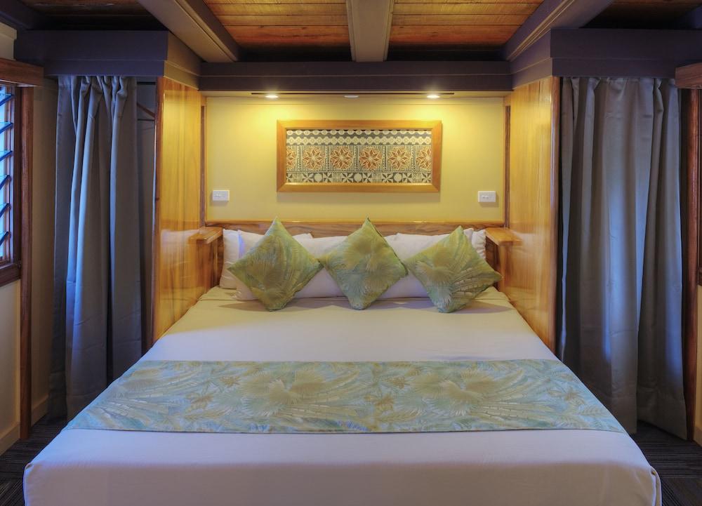 https://i.travelapi.com/hotels/2000000/1330000/1324100/1324010/2c6aa90a_z.jpg