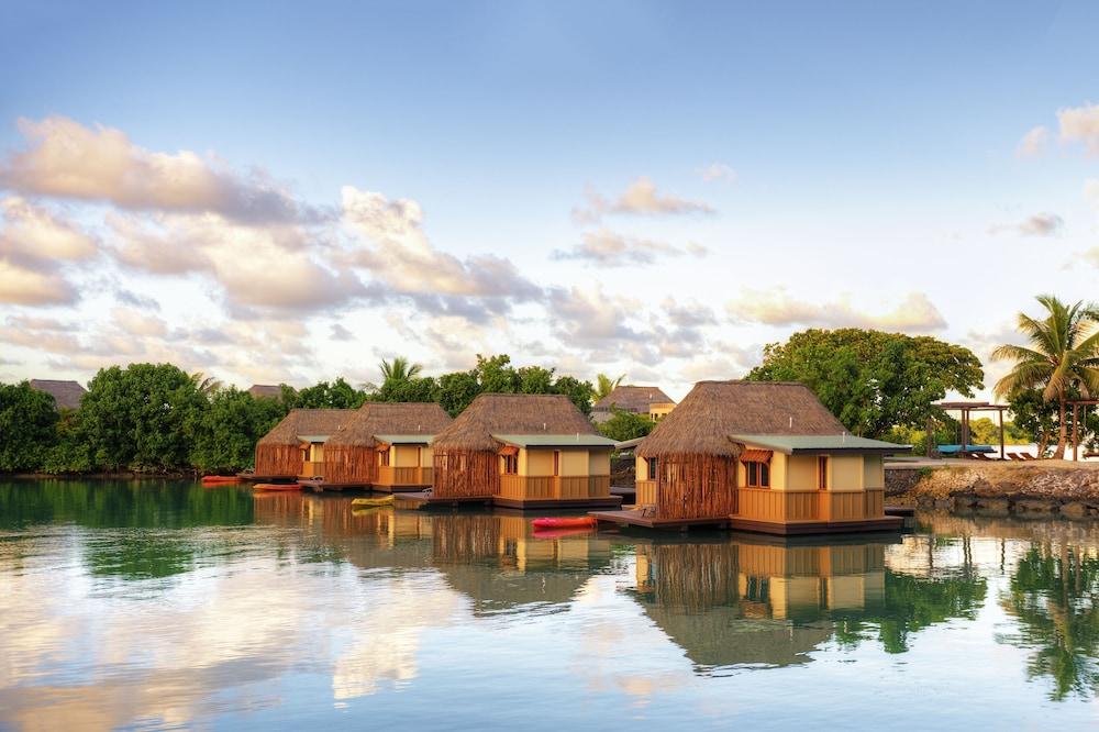 https://i.travelapi.com/hotels/2000000/1330000/1324100/1324010/423adcc0_z.jpg