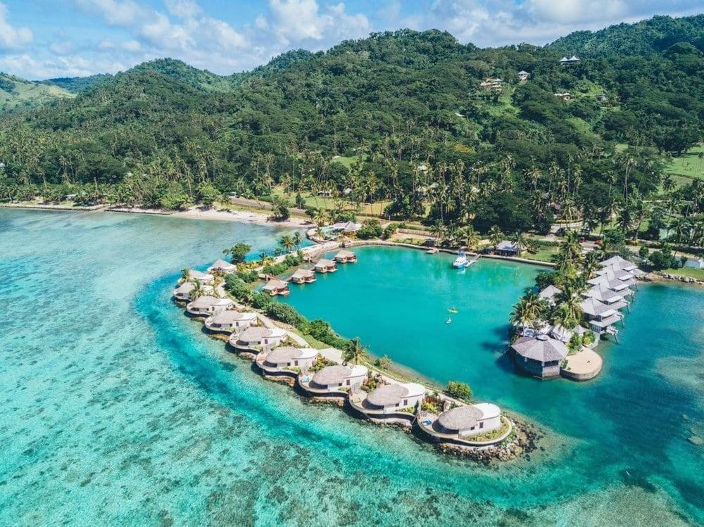 https://i.travelapi.com/hotels/2000000/1330000/1324100/1324010/428420b4_z.jpg