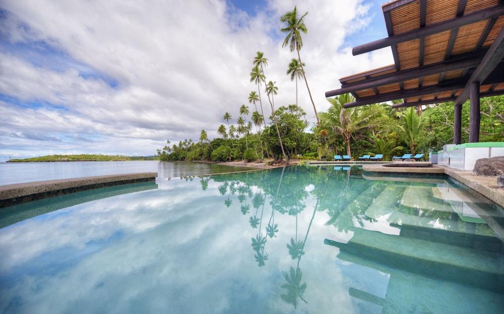 https://i.travelapi.com/hotels/2000000/1330000/1324100/1324010/476d363f_z.jpg