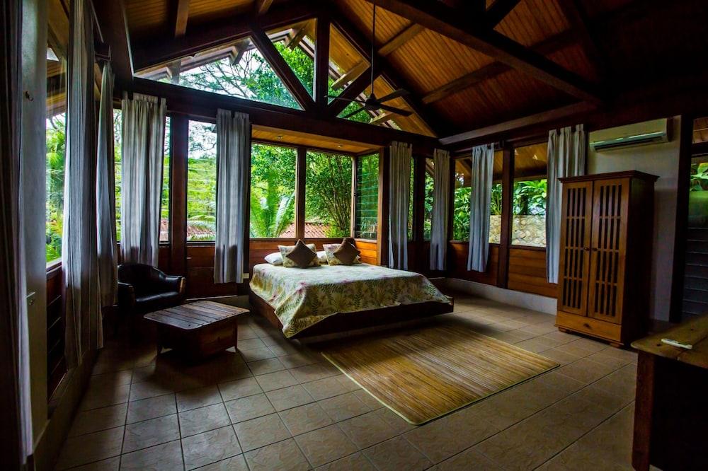 https://i.travelapi.com/hotels/2000000/1330000/1324100/1324010/67621f41_z.jpg
