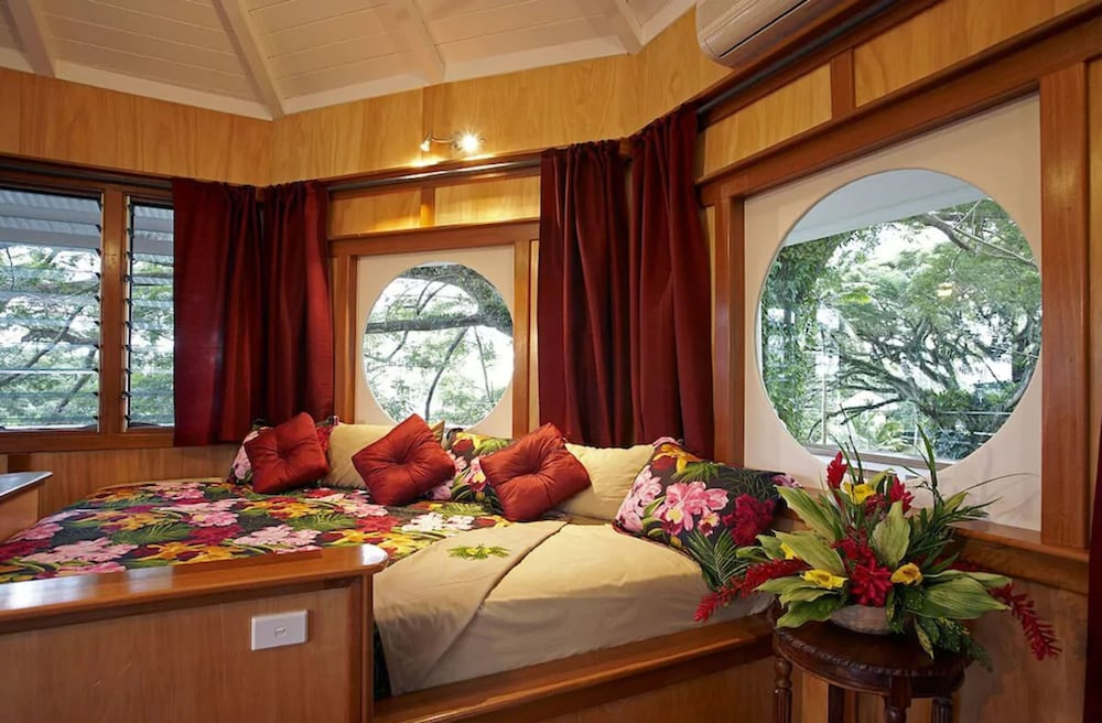 https://i.travelapi.com/hotels/2000000/1330000/1324100/1324010/72ad05b1_z.jpg