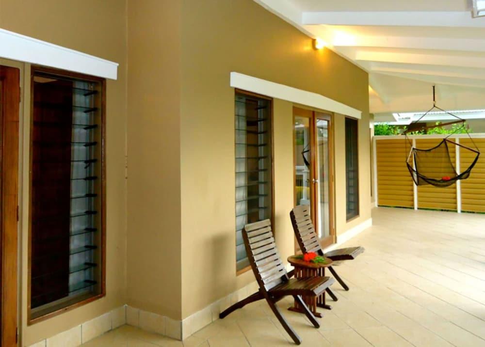 https://i.travelapi.com/hotels/2000000/1330000/1324100/1324010/74bf96f1_z.jpg