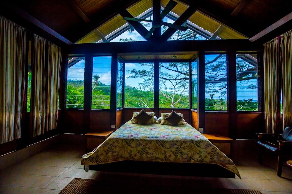 https://i.travelapi.com/hotels/2000000/1330000/1324100/1324010/7b42de18_z.jpg