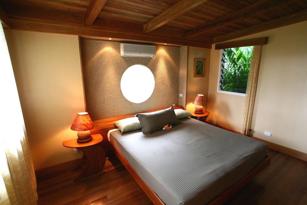 https://i.travelapi.com/hotels/2000000/1330000/1324100/1324010/9fc97ef3_z.jpg