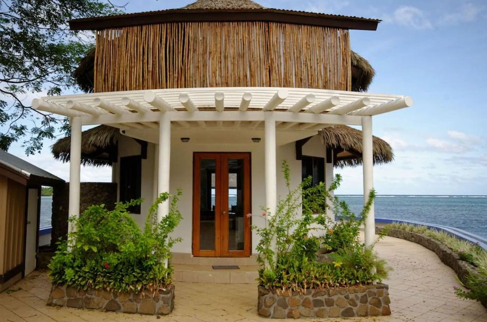 https://i.travelapi.com/hotels/2000000/1330000/1324100/1324010/a77bc871_z.jpg