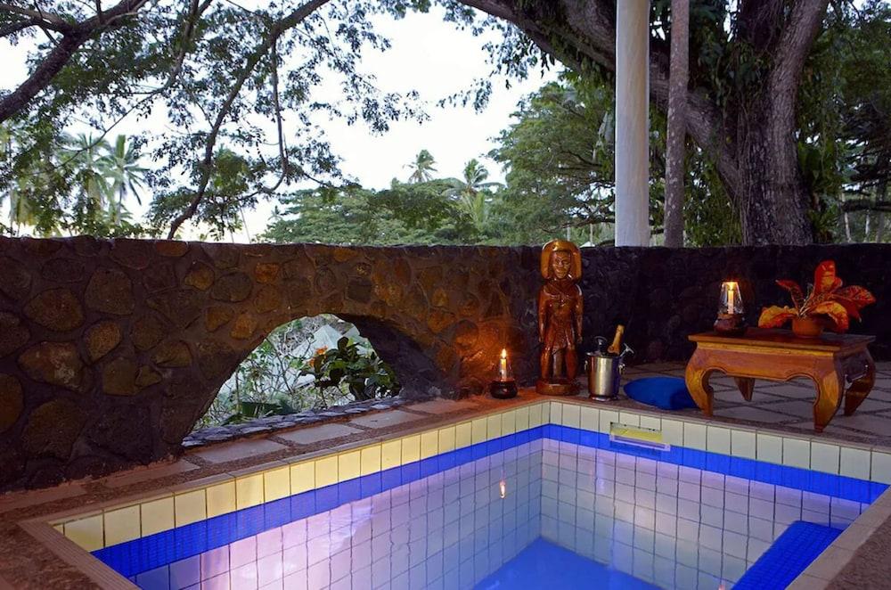 https://i.travelapi.com/hotels/2000000/1330000/1324100/1324010/b54b82ff_z.jpg
