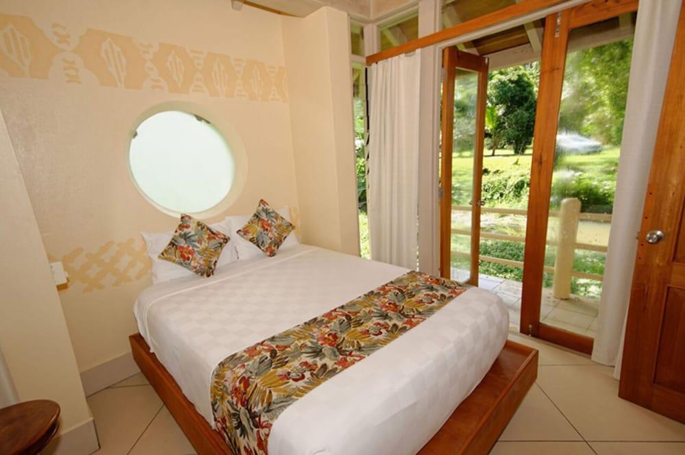 https://i.travelapi.com/hotels/2000000/1330000/1324100/1324010/b6b45ccb_z.jpg