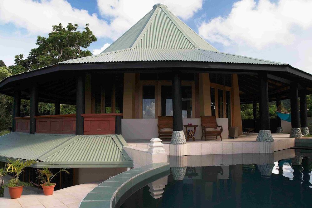 https://i.travelapi.com/hotels/2000000/1330000/1324100/1324010/d8030211_z.jpg