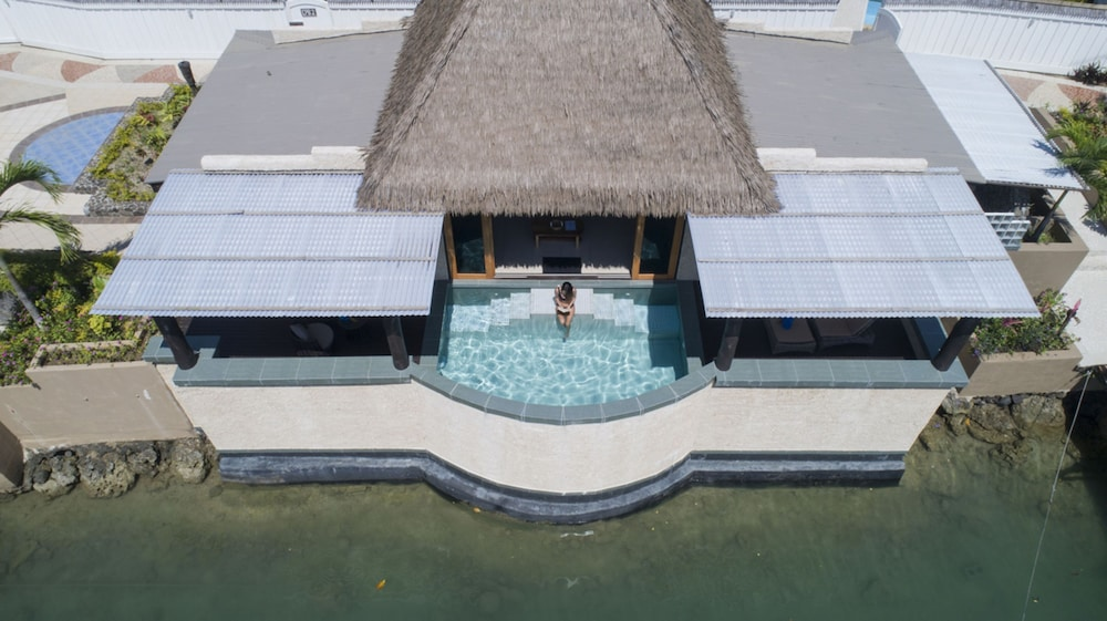 https://i.travelapi.com/hotels/2000000/1330000/1324100/1324010/e8befd42_z.jpg
