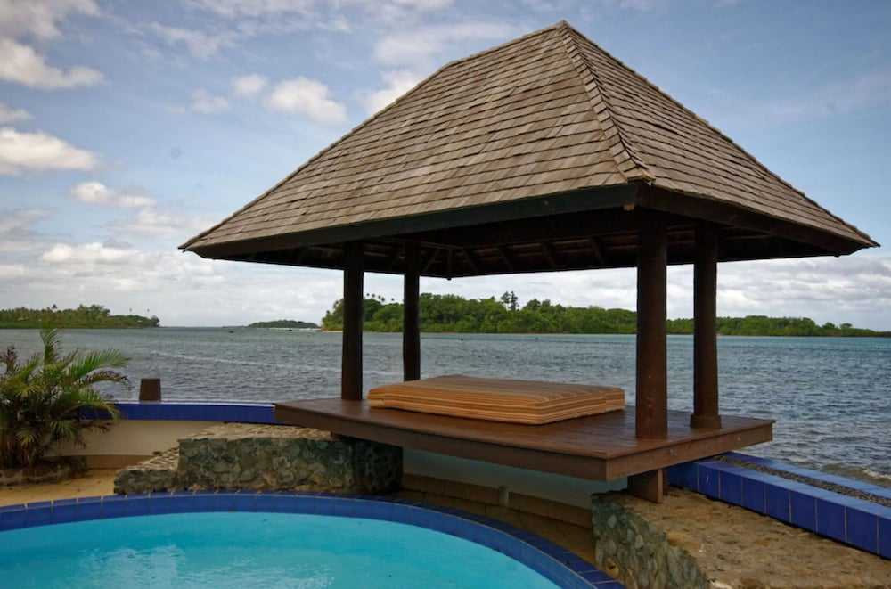https://i.travelapi.com/hotels/2000000/1330000/1324100/1324010/e93ffe0a_z.jpg