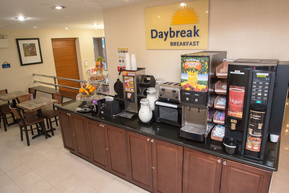 데이즈 인 바이 윈덤 자메이카/JFK 에어포트(Days Inn by Wyndham Jamaica / JFK Airport) Hotel Image 22 - Breakfast Area