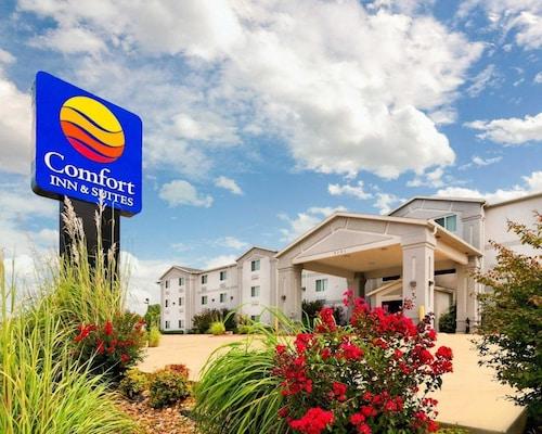 . Comfort Inn & Suites Ponca City near Marland Mansion
