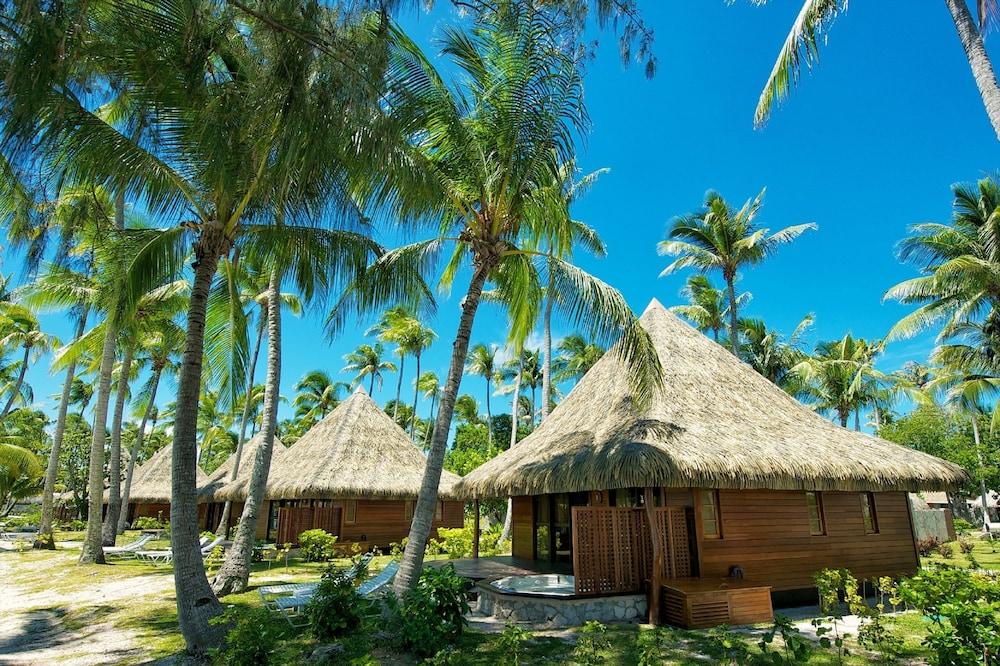 https://i.travelapi.com/hotels/2000000/1330000/1329100/1329033/0e747c9d_z.jpg