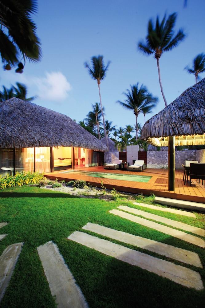 https://i.travelapi.com/hotels/2000000/1330000/1329100/1329033/111f4670_z.jpg