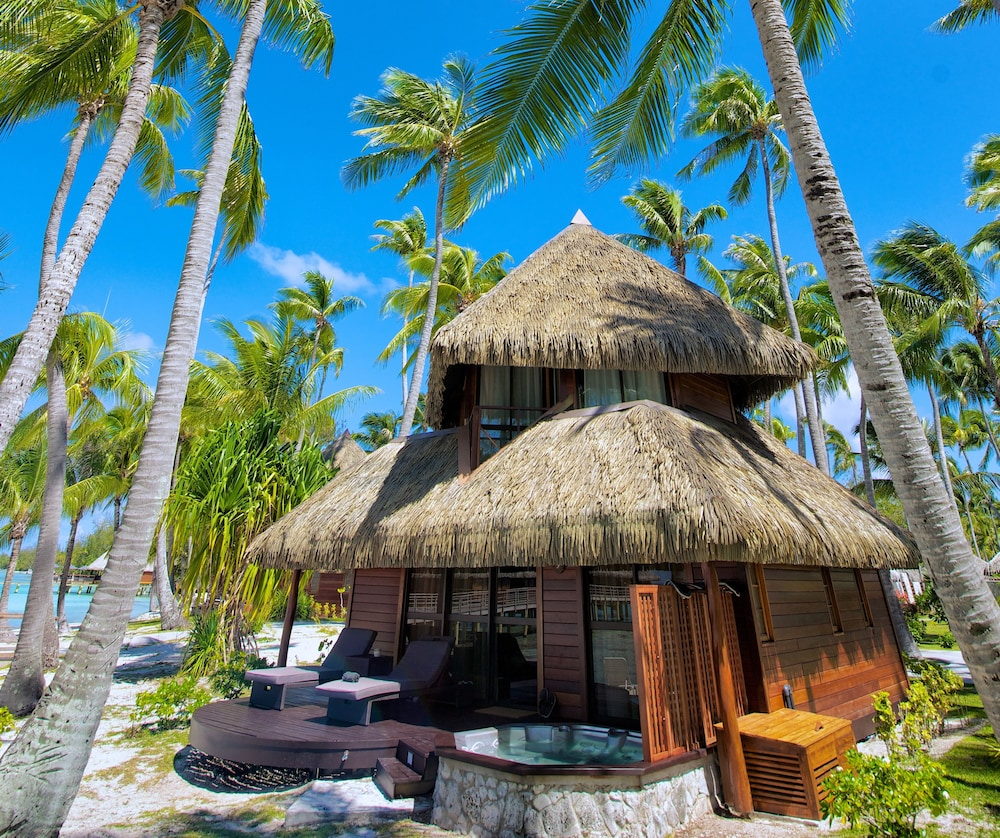 https://i.travelapi.com/hotels/2000000/1330000/1329100/1329033/5b9f8168_z.jpg