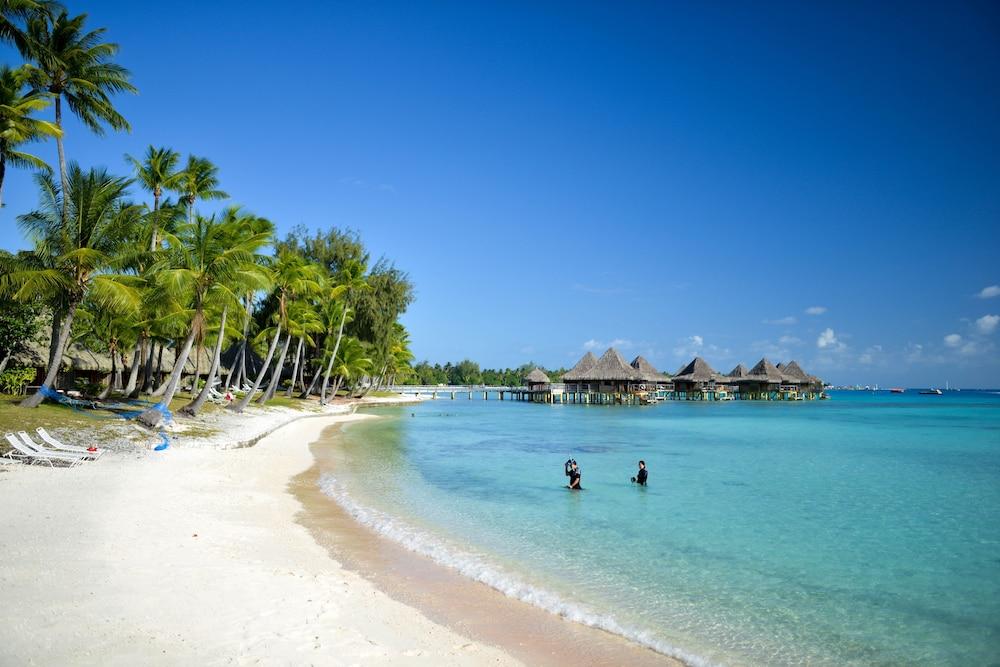 https://i.travelapi.com/hotels/2000000/1330000/1329100/1329033/76bc4d08_z.jpg