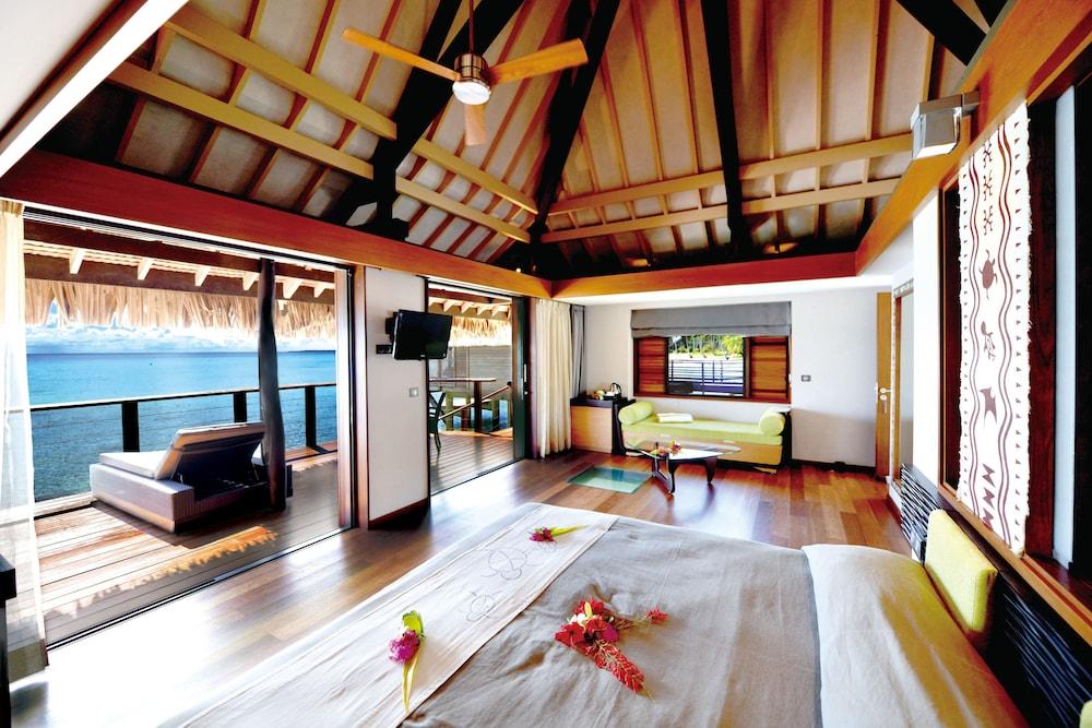 https://i.travelapi.com/hotels/2000000/1330000/1329100/1329033/7f4476bc_z.jpg