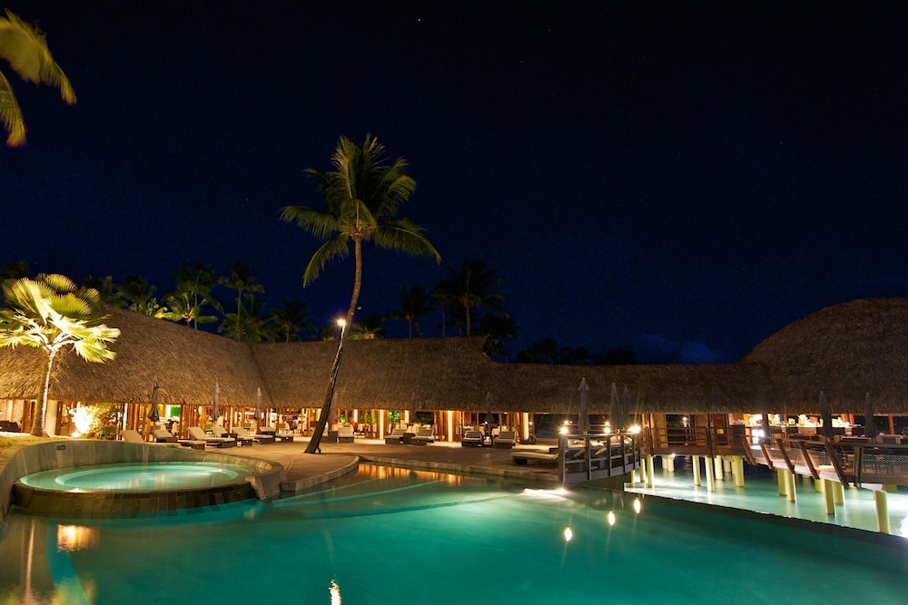 https://i.travelapi.com/hotels/2000000/1330000/1329100/1329033/abe1c963_z.jpg