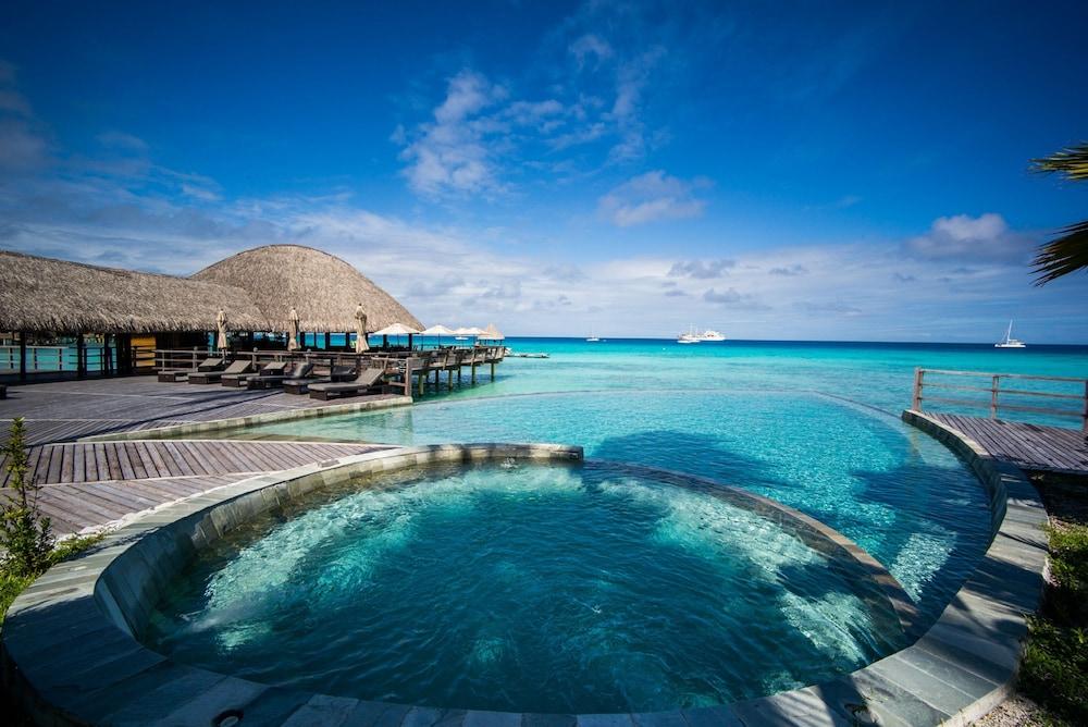 https://i.travelapi.com/hotels/2000000/1330000/1329100/1329033/bf07d390_z.jpg