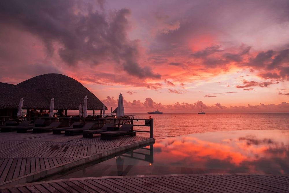 https://i.travelapi.com/hotels/2000000/1330000/1329100/1329033/d3e2f329_z.jpg
