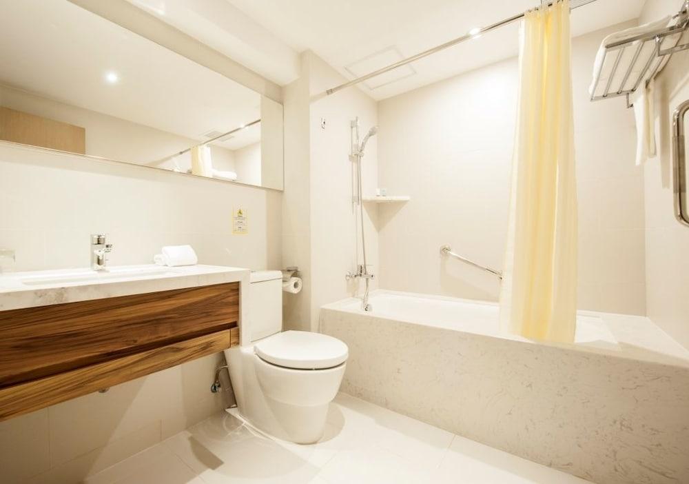 인 호텔 마카오(Inn Hotel Macau) Hotel Image 12 - Bathroom