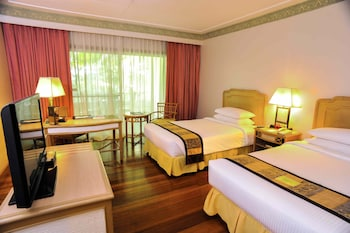 Waterfront Insular Hotel Davao Guestroom