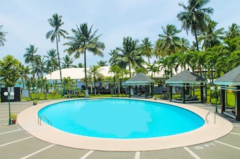 Waterfront Insular Hotel Davao Outdoor Pool