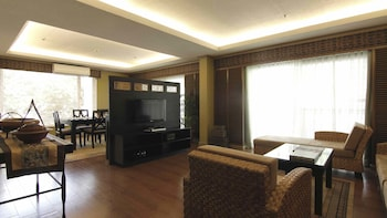 Waterfront Insular Hotel Davao Living Room