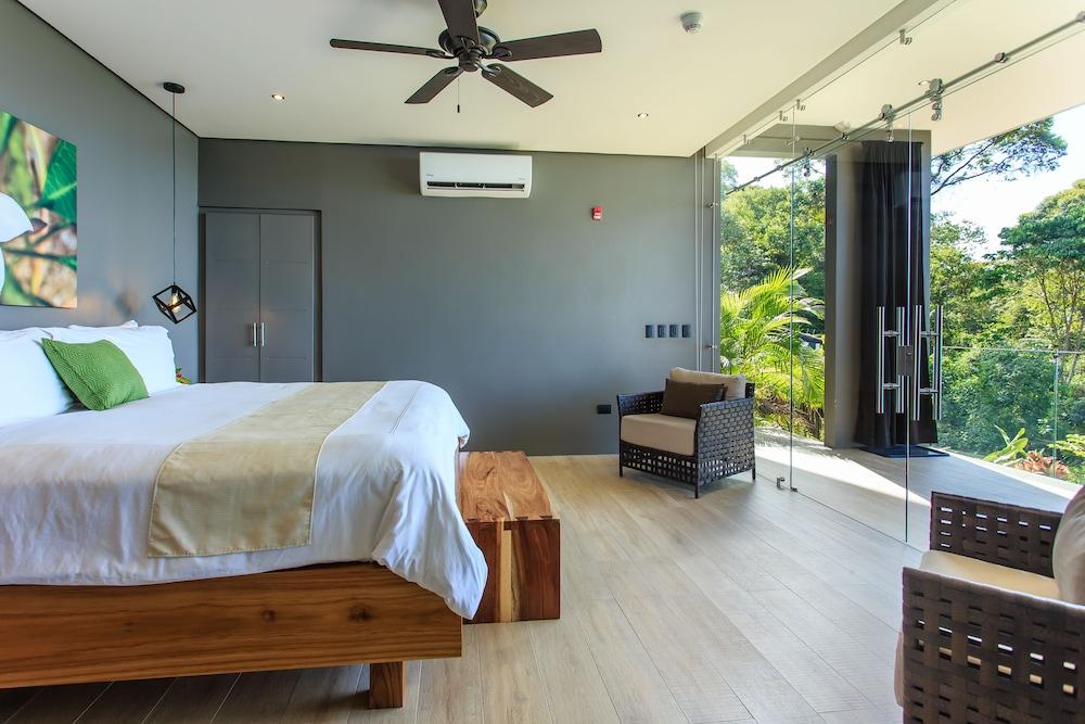 https://i.travelapi.com/hotels/2000000/1340000/1331000/1330912/0a43d935_z.jpg