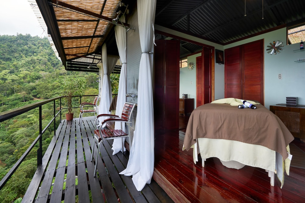 https://i.travelapi.com/hotels/2000000/1340000/1331000/1330912/a02c6246_z.jpg