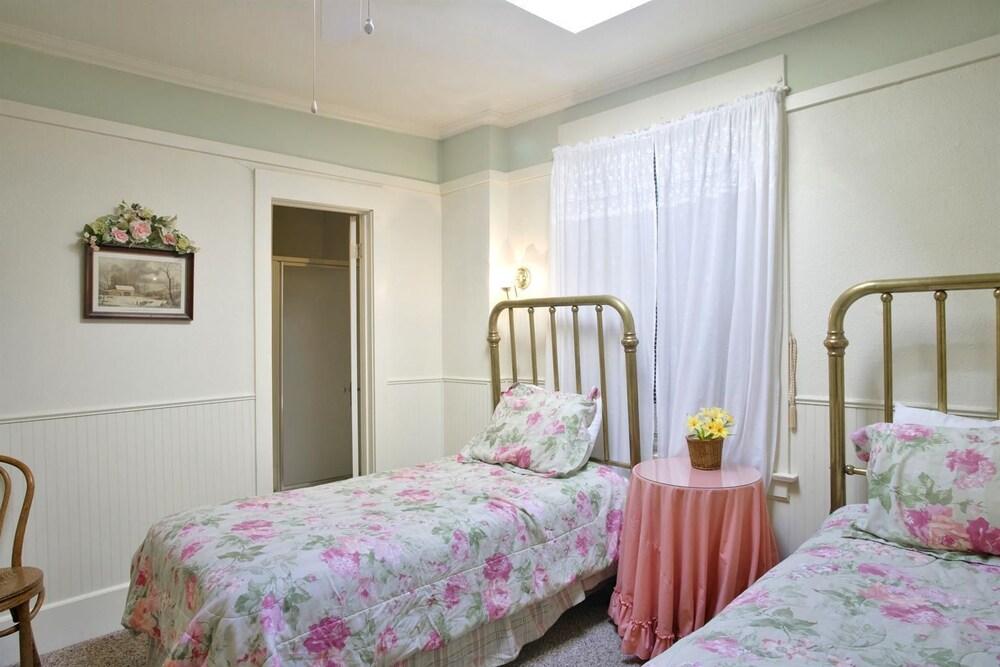 아메리카스 베스트 밸류 인 & 스위트 - 로열 캐리지(Americas Best Value Inn & Suites-Royal Carriage) Hotel Image 10 - Guestroom